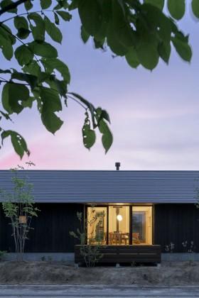南幌町きた住まいるモデルハウス 大きな屋根の小さな家 販売中です